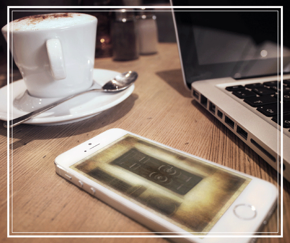 iPhone-coffee-laptop-cafe