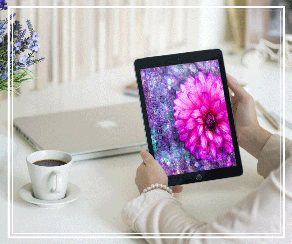 pad-laptop-woman-coffee